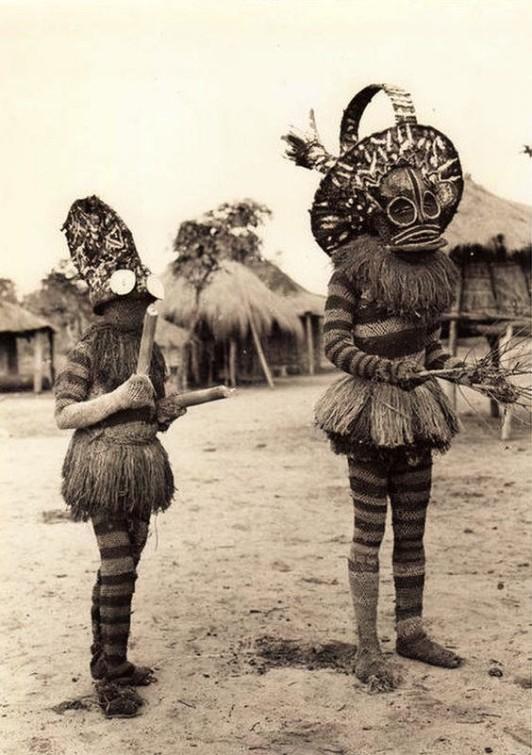 Maîtres Danseurs Batshioko, durant les cérémonies d'initiation. Territoire de Sandao, Province Du Katanga, Congo . ca 1931 Vintage press photo by E. Steppé