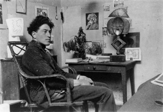 Alberto Giacometti accanto a un reliquiario Kota del Gabon, 1927.