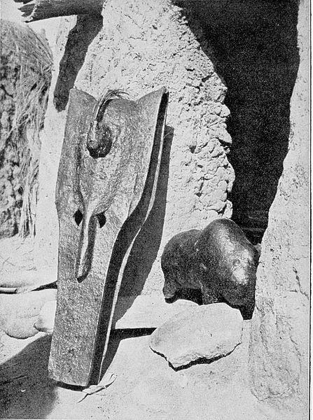 00 Bambara. Maschera Kono e feticcio Boli. 1910