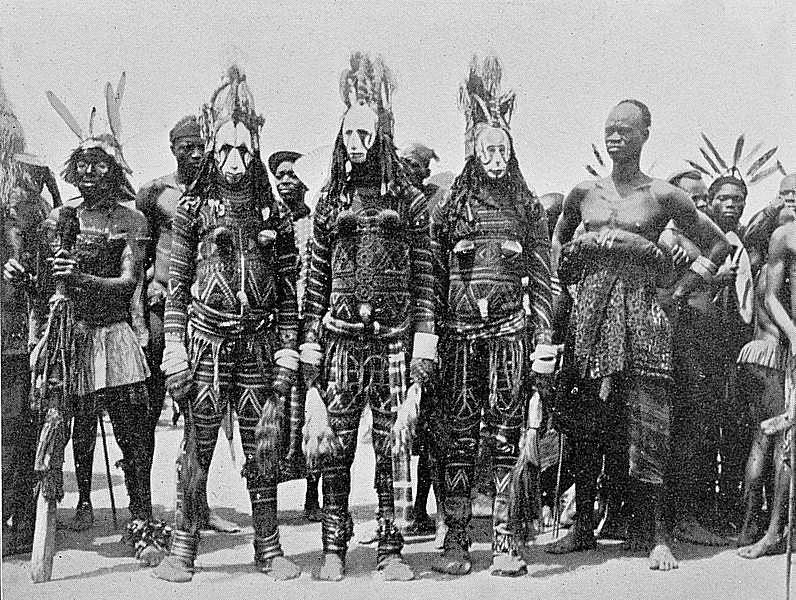 00 Igbo. Maschere Ogwulugwu o Maun. 1910
